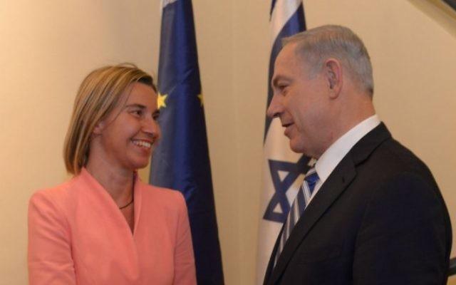 Le Premier ministre Benjamin Netanyahu et la chef de la politique étrangère de l'Union européenne, Federica Mogherini, à Jérusalem, le 20 mai 2015 (Crédit : Amos Ben Gershom / GPO)