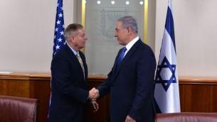 Le Premier ministre Benjamin Netanyahu et le sénateur américain Lindsey Graham, à Jérusalem, le 27 mai 2015. (Crédit : Kobi Gideon / GPO)