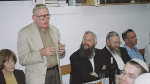 Irving Moskowitz à Beit Orot, en novembre 2011 (Crédit : CC BY-SA Mazel 123, Wikimedia Commons)