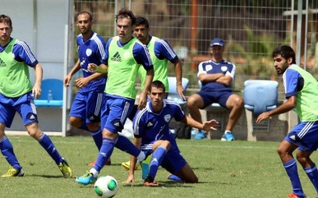 Les joueurs de l'équipe nationale de football d'Israël s'entraînant à Tel-Aviv, le 4 septembre 2013. (Crédit photo: Flash90)