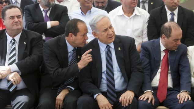 Le maire de Jérusalem Nir Barkat (à gauche) avec le Premier ministre Benjamin Netanyahu, à Jérusalem, le 19 mai 2015. (Credit photo: Marc Israël Sellem / Flash90)