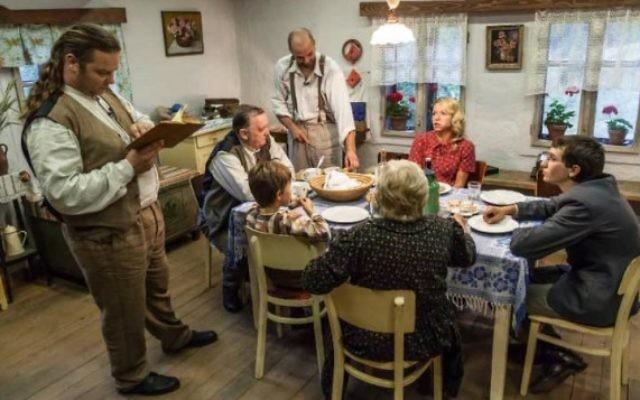 """Une scène de l'émission de télé réalité tchèque """"Vacances dans le Protectorat"""" (Télévision tchèque)"""