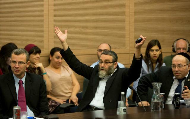 Le député Moshe Gafni, le 27 octobre 2014, à la Knesset  (Crédit photo : Yonatan Sindel / Flash90)