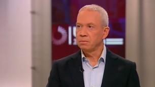 Yoav Galant parle sur la Deuxième chaîne le 18 janvier 2015  (Capture d'écran)