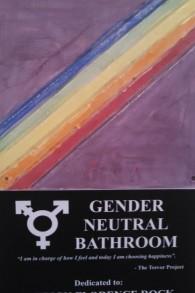 Une plaque indiquant la nouvelle salle de bain neutre à l'Académie hébreu Jack M. Barrack  près de Philadelphie (Crédit : JTA)