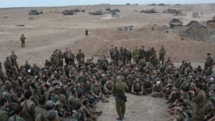Le colonel Ghassan Alian, le commandant de la Brigade Golani, prenant la parolde devant des soldats à Gaza en août 2014. Alian a été légèrement blessé au cours des combats dans le quartier de Shejaiya (Crédit photo:  Flickr du porte-parole de Tsahal)