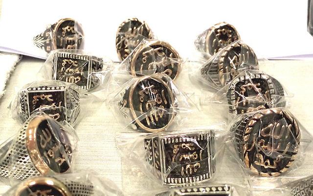 Des anneaux de l'Etat islamique découverts par les douanes à l'aéroport Ben Gurion (Israel Tax Authority)