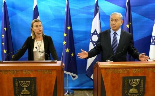 Le Premier ministre israélien, Benjamin Netanyahu, tient une conférence de presse conjointe avec la chef de la politique étrangère de l'Union européenne, Federica Mogherini, à Jérusalem, le 7 novembre 2014. (Crédit photo: Amit Shabi / POOL / FLASH90)