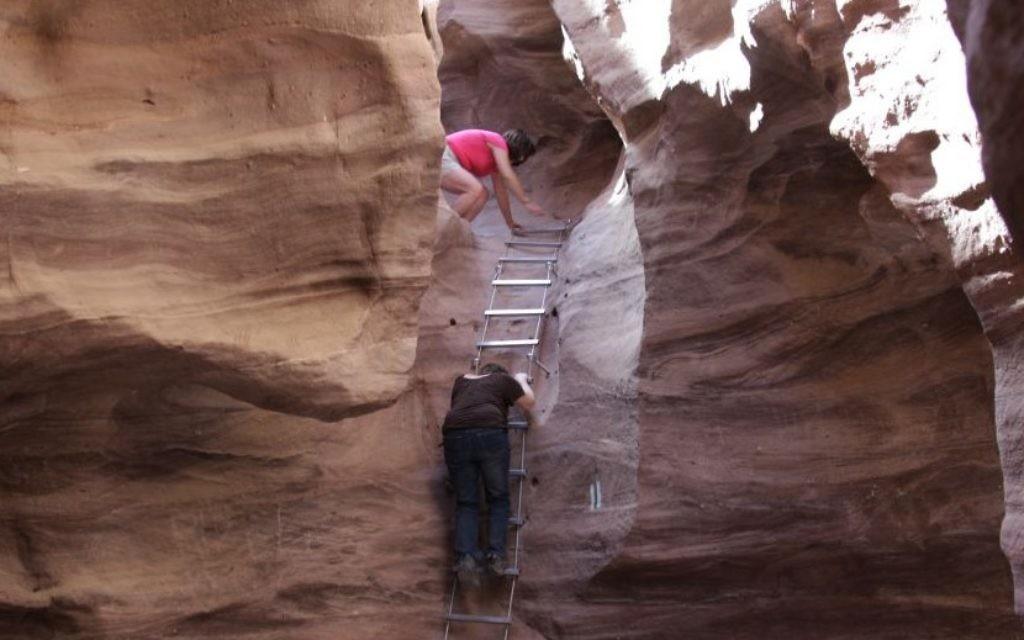 S'attaquer au Red Canyon d'Eilat (Crédit : Shmuel Bar-Am)
