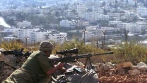 Un sniper israélien lors d'affrontements à Beit Jala, le 26 mars 2001 (Crédit photo: Nati Shohat / Flash90)