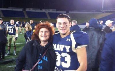 Justin Zemser avec sa mère, Susan, sur une photo publiée sur sa page Facebook en Novembre 2014. (Crédit photo: Facebook)