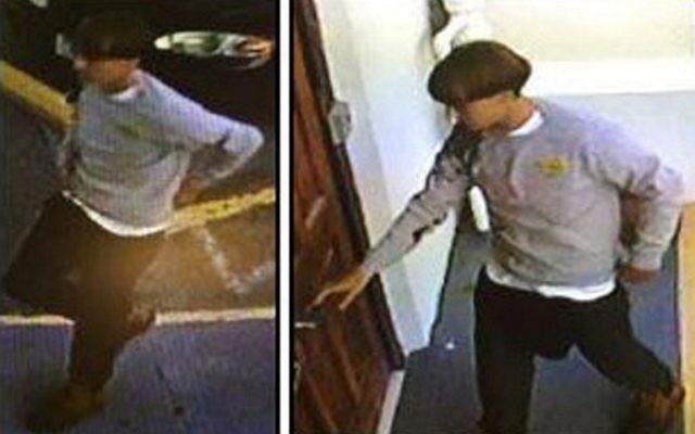 Cette capture d'écran de la vidéo de surveillance de la caméra de sécurité a été publiée par le département de Police de Charleston (Caroline du Sud) ; on y voit l'homme soupçonné d'avoir tué neuf personnes dans une fusillade dans une église. (Crédit : AFP PHOTO / CHARLESTON POLICE DERPARTMENT)
