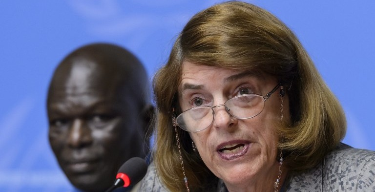 La président de la Commission d'enquête indépendante sur la guerre de Gaza en 2014, Mary McGowan Davis (à droite) et le membre de la commission Doudou Dienne (à gauche) lors d'une conférence de presse sur son rapport à l'Office des Nations unies à Genève, Suisse, le 22 juin 2015  (Crédit : AFP / Fabrice Coffrini)