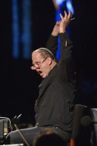 Le chef d'orchestre Daniel Oren a dirigé les cinq productions d'opéra à Massada (Crédit : Autorisation d'Israël Opéra / Yossi Zwecker)