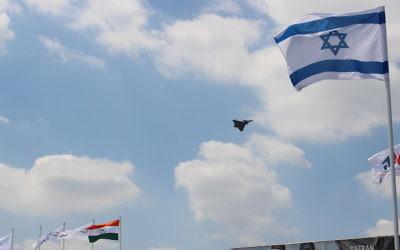 Démonstration du Rafale (Dassault Aviation) au Salon du Bourget. (Crédit : Times of Israël)