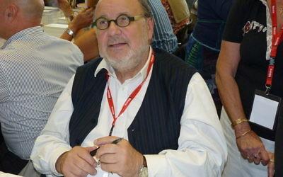Serge Moati au 24e Festival du Livre de Mouans-Sartoux, en 2011 (Crédit  : Frantogian/CC BY SA 3.0)