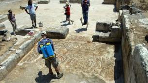 Des archéologues à Khirbat al-Minya, sur les rives du lac de Tibériade (Autorisation: fouillesde Minya , Université hébraïque de Jérusalem)