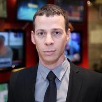 Le correspondant politique de la Deuxième chaîne Amit Segal (Crédit : CC BY-SA Hanay / Wikimedia Commons)