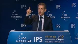 Capture d'écran de Nicolas Sarkozy à la conférence d'Herzylia - 8 juin 2015 (Crédit : IDC/YouTube)