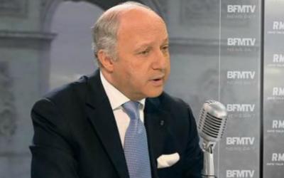 Capture d'écran Laurent Fabius sur le plateau de l'émission de Jean-Jacques Gourdin -  en 2015 (Crédit : YouTube)