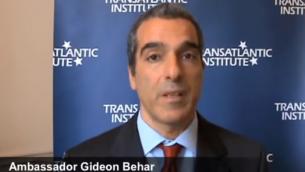 Gideon Behar, diplomate israélien responsable de la lutte contre l'antisémitisme au ministère des Affaires étrangères. (Crédit : capture d'écran YouTube)