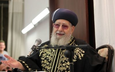 Le grand rabbin Ovadia Yosef, à Jérusalem, en septembre 2012. (Crédit : Flash90)