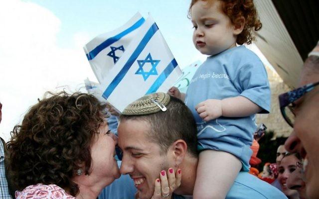 De nouveaux immigrants nord-américains à leur arrivée en Israël, en août 2014. (Crédit : Gideon Markowicz/FLASH90)