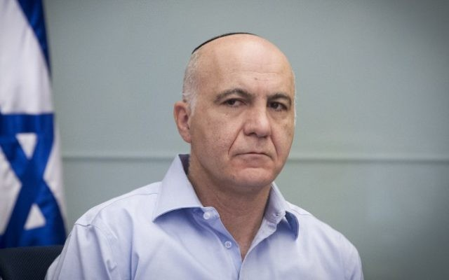 Yoram Cohen, alors patron du Shin Bet, pendant une réunion de la commission des Affaires étrangères et de la Défense à la Knesset, le 18 novembre 2014. (Crédit : Miriam Alster/Flash90)