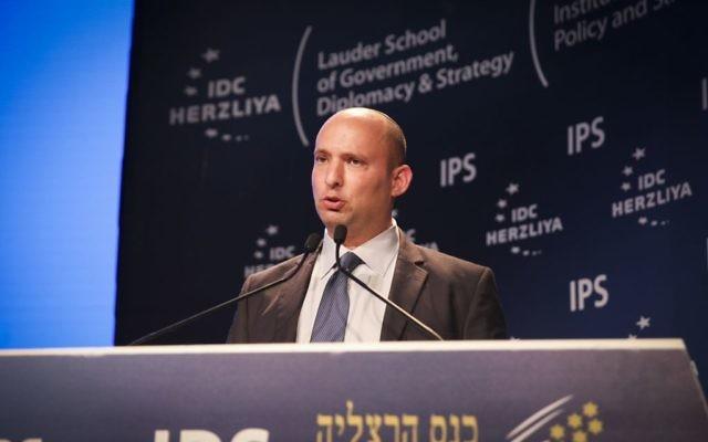 Le ministre de l'Éducation Naftali Bennett à la Conférence d'Herzliya, le 7 juin 2015 (Crédit : Flash90)
