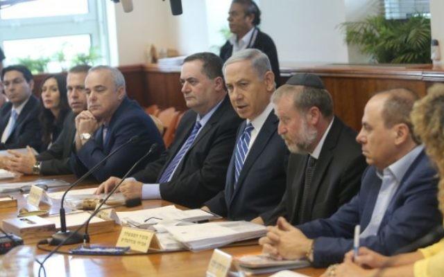 Pendant la réunion ministérielle du 21 juin 2015 (Crédit : Alex Kolomoisky/POOL)