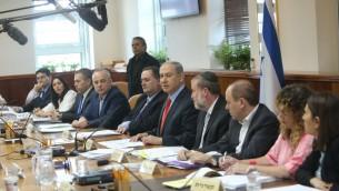 La réunion du cabinet du 28 juin 2015 (Crédit :  Alex Kolomoisky/Pool)