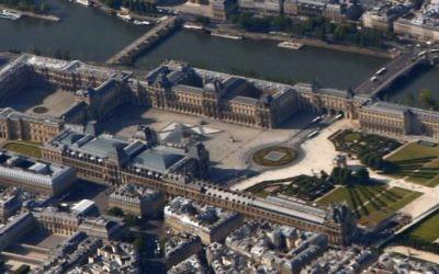 Vue aérienne du Palais du Louvre (Crédit : CC BY-SA 3.0/Wikimedia commons)