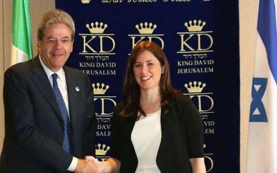 Le ministre italien des Affaires etrangères, Paolo Gentiloni (à gauche), et Tzipi Hotovely, le 30 juin 2015 (compte twitter de @TzipiHotovely)