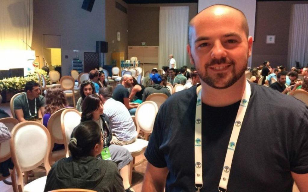 Roy Munin, fondateur de Made in JLM, lors du sommet ROI 2015. (Crédit : Luke Tress/The Times of Israel)