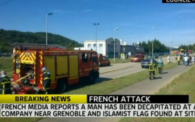 Scène de l'attaque terroriste présumée près de Lyon, France, le 26 juin 2015 (Crédit : Capture d'écran Sky News)