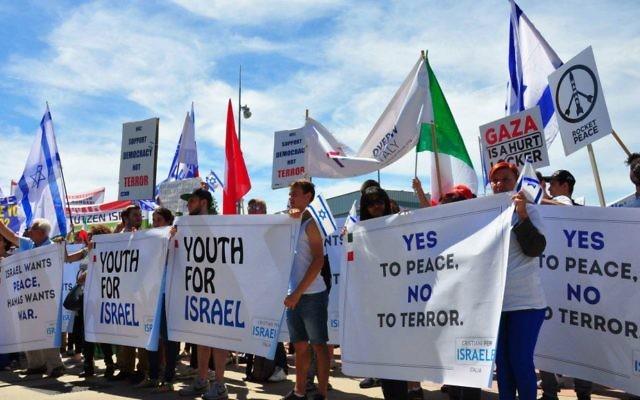 Des partisans d'Israël manifestant à  à Genève, le 29 juin 2015 (Crédit : Conseil juif mondial)