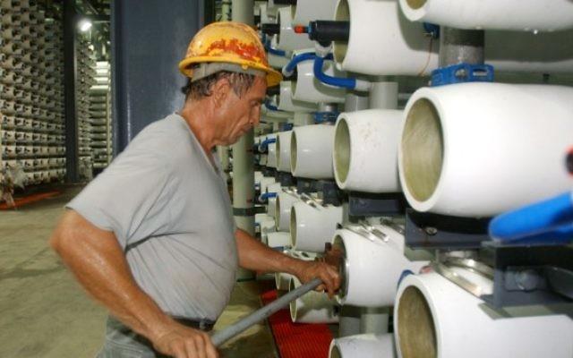 Une usine de dessalinisation d'Ashkelon, en 2005. Illustration. (Crédit : Edi Israël/Flash90)