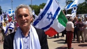 Yoram Ortona de Milan, en Italie, manifeste à Genève, le 29 juin 2015 (Photo: Elhanan Miller / Times of Israel)