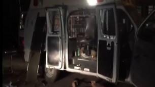 Après l'attaque par les villageois druzes d'une ambulance qui transportait deux Syriens blessés dans les hauteurs du Golan, le 22 juin 2015 (Crédit : Capture d'écran Deuxième chaîne)