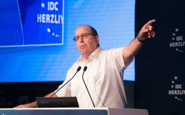 Le ministre de la Défense Moshe Ya'alon à la conférence de Herzliya, le 9 juin 2015 (Erez Harodi / Osim Tsilum / Autorisation)