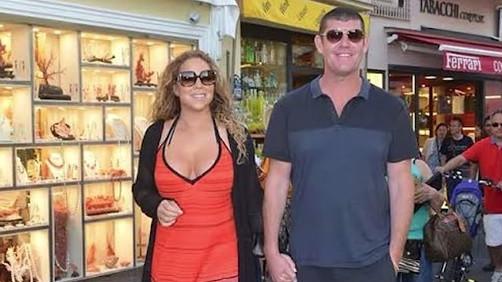 Mariah Carey se promène main dans la main avec son partenaire, l'homme d'affaires australien James Packer, à Capri, en Italie, en juin 2015. (Crédit : capture d'écran YouTube)