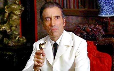 Christopher Lee incarnant Francisco Scaramanga dans le film de  James Bond : L'Homme au pistolet d'or (Crédit : Autorisation)