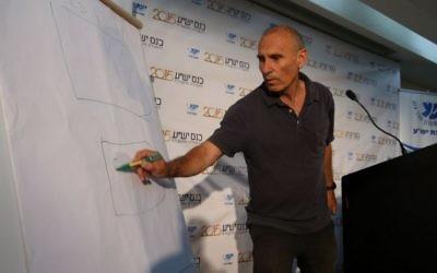 Le géneral (de réserve) Gershon Hacohen, au congrès annuel du Conseil de Yesha,  le lundi 15 juin 2015 (Photo: Miri Tzahi)