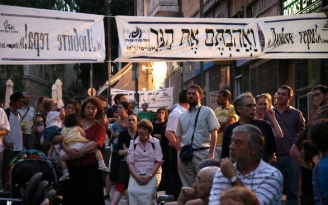 Une manifestation en faveur d'un plus grand pluralisme dans les conversions, en 2014 (Autorisation: Ne'emanei Torah Va'Avoda)