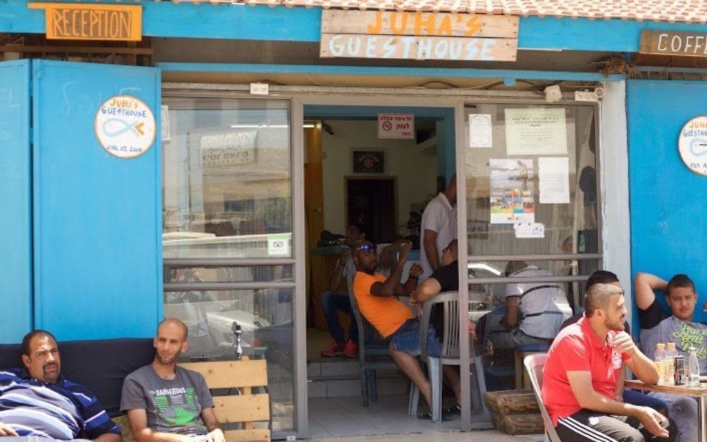 L'auberge de Juha à Jisr az-Zarqa (Photo: Eliyahu Kamisher)