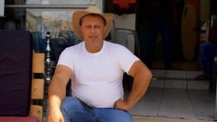 Ahmad Juha, co-propriétaire de l'Auberge de Juha (Photo: Eliyahu Kamisher)