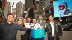 """Des participants au """"Aliyah Mega Event"""" de New York en mars 2015. (Autorisation Nefesh B'Nefesh)"""