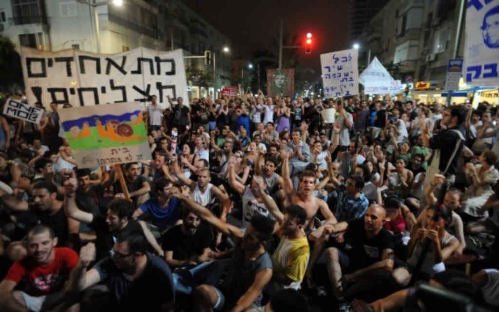 Manifestation pour la justice sociale à Tel-Aviv, à l'été 2011 (Crédit : Gili Yaari / Flash90)
