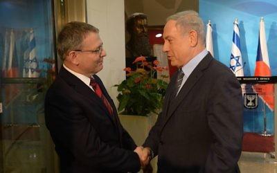 Rencontre entre le ministre tchèque des Affaires etrangères, Lubomir Zaoralek, et le Premier ministre Binyamin Netanyahu, le 8 juin 2015 à Jérusalem. (Crédit photo: Amos Ben Gershom, GPO)