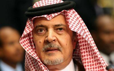Une image d'archive prise au Koweït le 26 mars 2014 du ministre saoudien des Affaires étrangères Saoud al-Faisal bin Abdulaziz assistant à une séance de clôture du 25e sommet de la Ligue arabe. Le Prince Saud al-Faisal d'Arabie saoudite, qui était le plus ancien ministre des Affaires étrangères du monde, est mort le 9 juillet 2015 (Crédit : AFP PHOTO / YASSER AL-ZAYYAT)